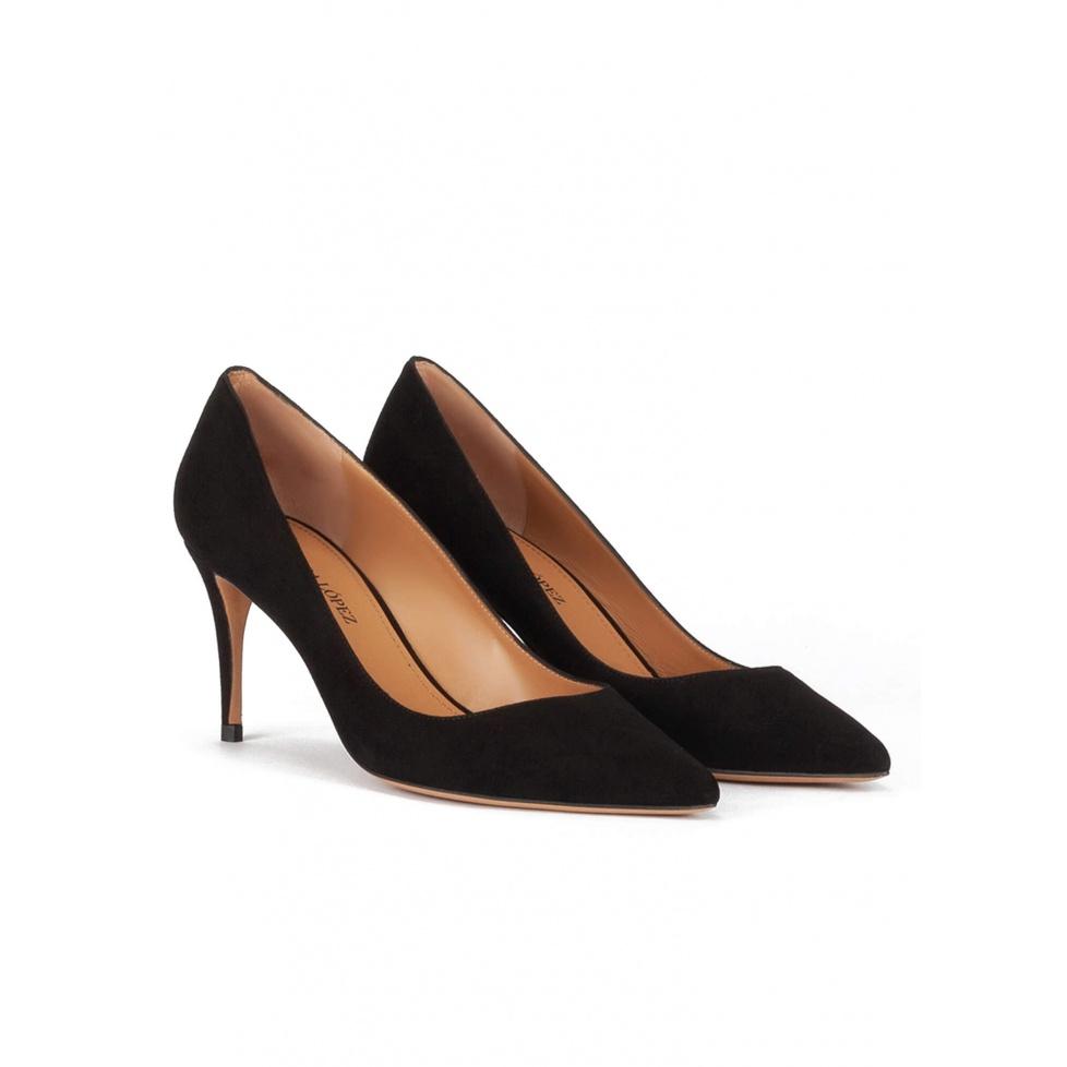 Zapatos negros de ante con tacón medio y punta fina