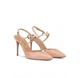 Zapatos destalonados de tacón alto en piel nude con flores Pura López