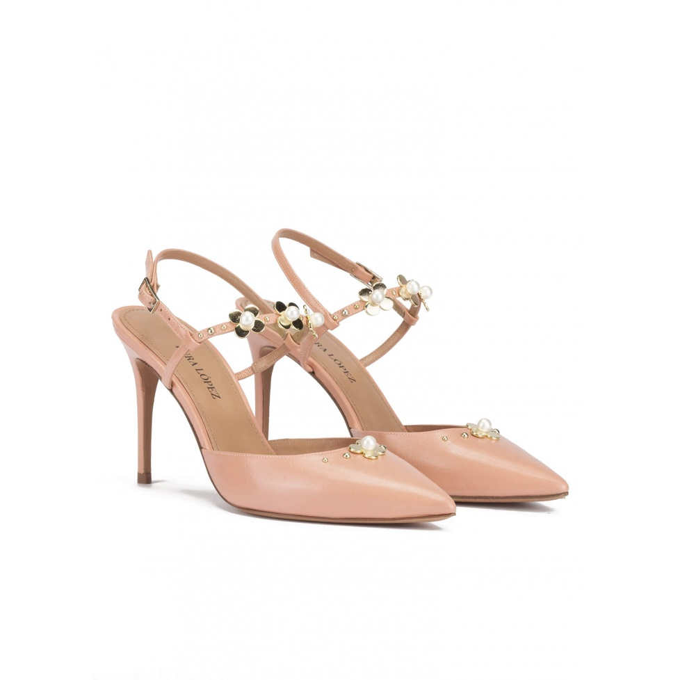 Flower detailed heeled slingback pump in nude leather
