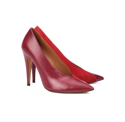 V-cut high heel pumps in burgundy leather and cherry suede Pura L�pez
