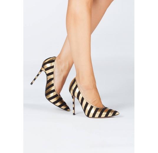 Zapatos de tacón con escote en V a rayas oro y negro Pura L�pez