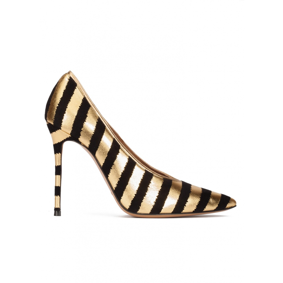 Striped v-cut heeled pumps in black and gold suede
