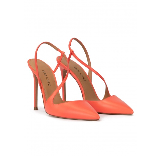 Heeled pointy toe sligback pumps in coral leather Pura López