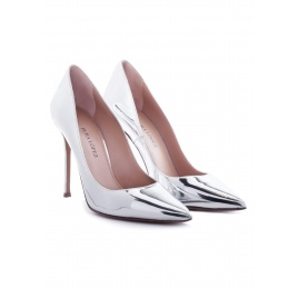 Heeled pointed toe pumps in silver shiny leather Pura López