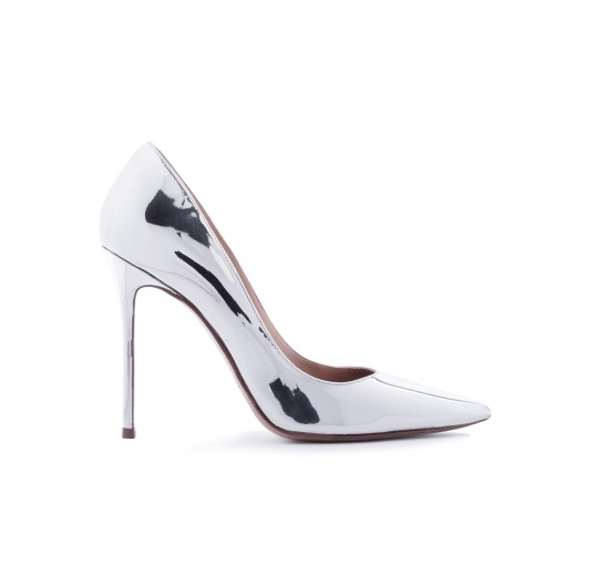 Heeled pointed toe pumps in silver shiny leather Pura L�pez