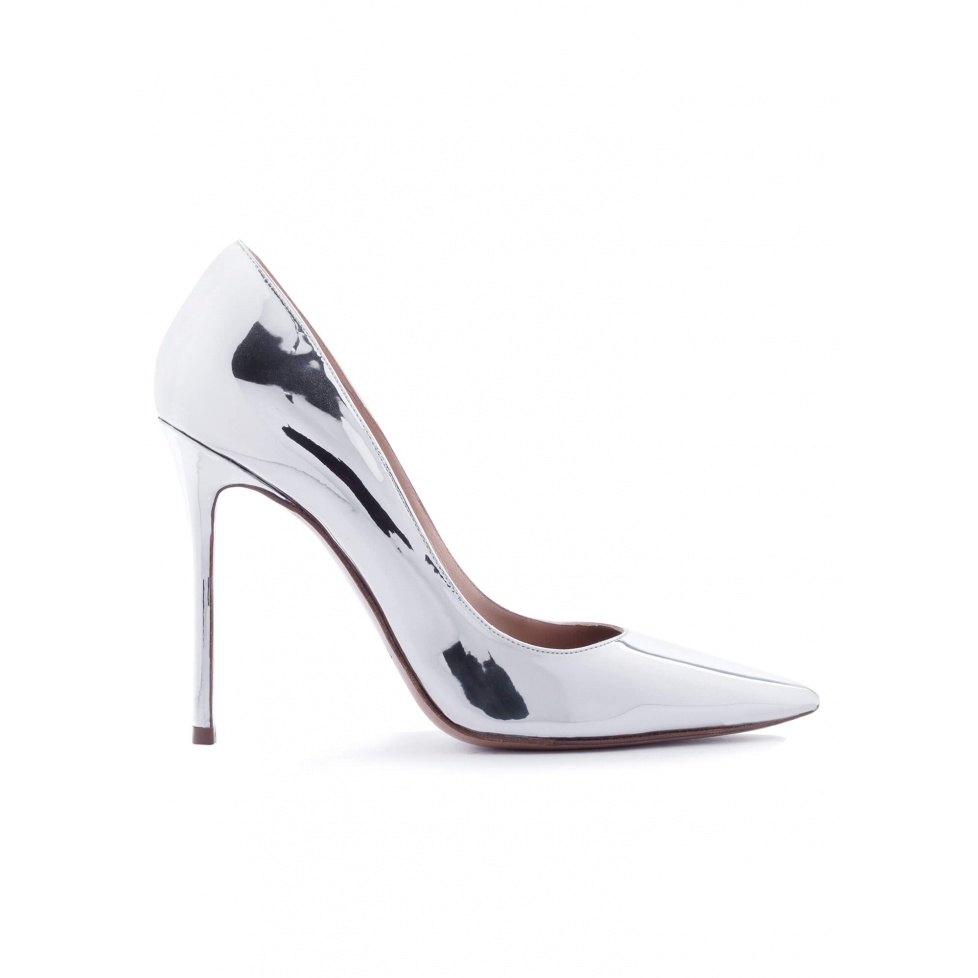Heeled pointed toe pumps in silver shiny leather