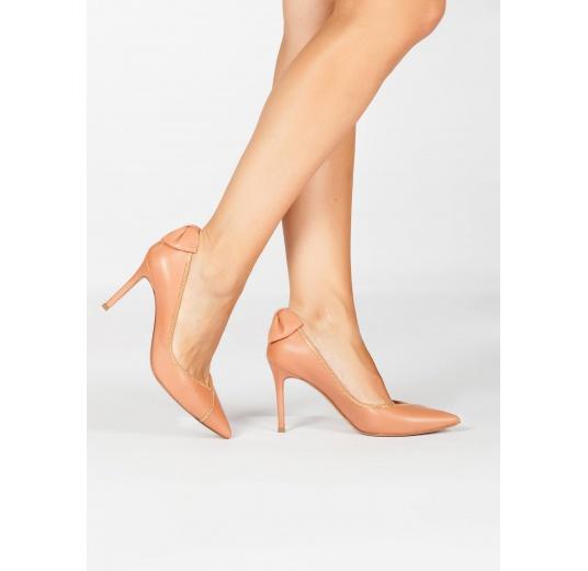 Zapatos de tacón alto en piel rosa antik con lazo y cadena Pura L�pez