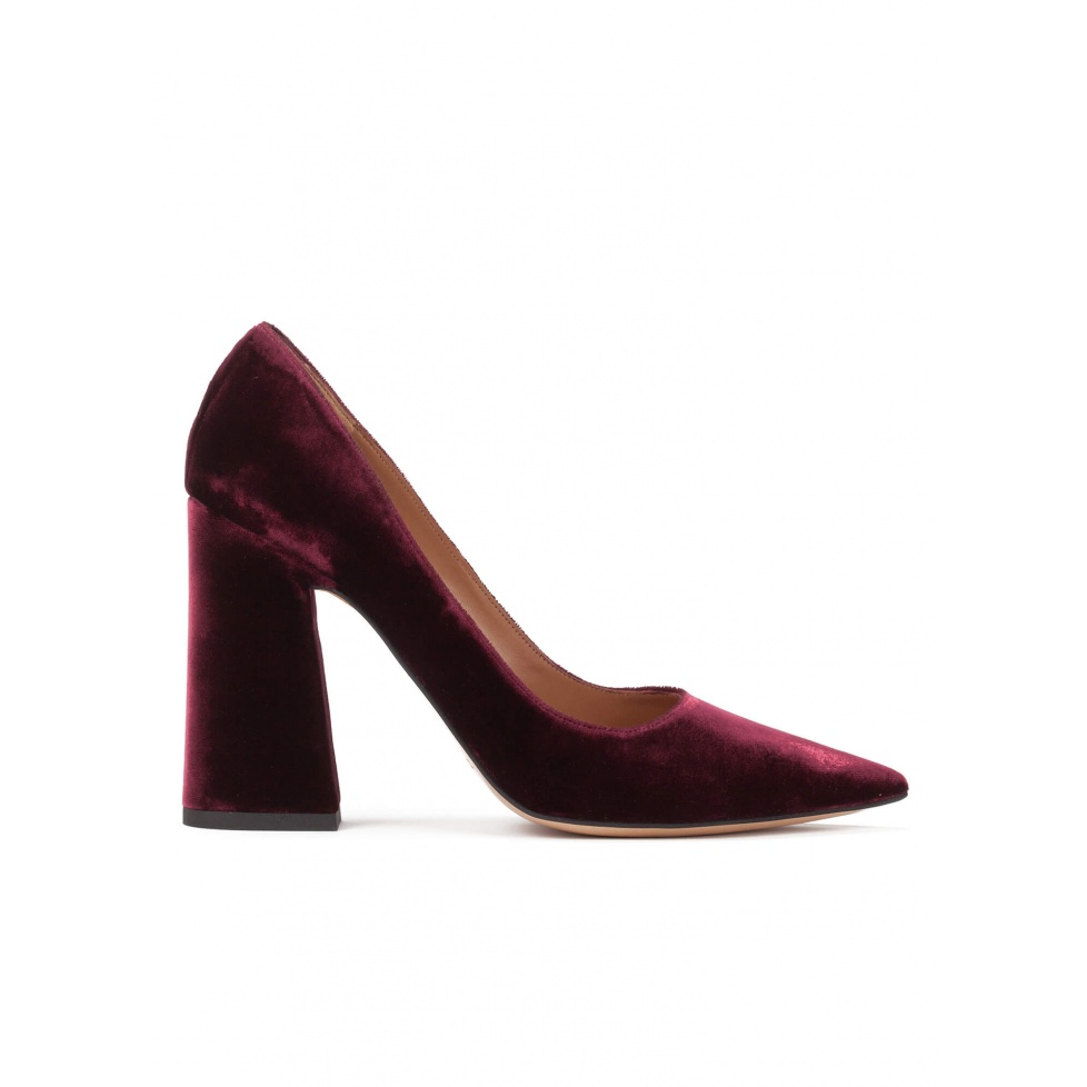 High block heel pumps in burgundy velvet