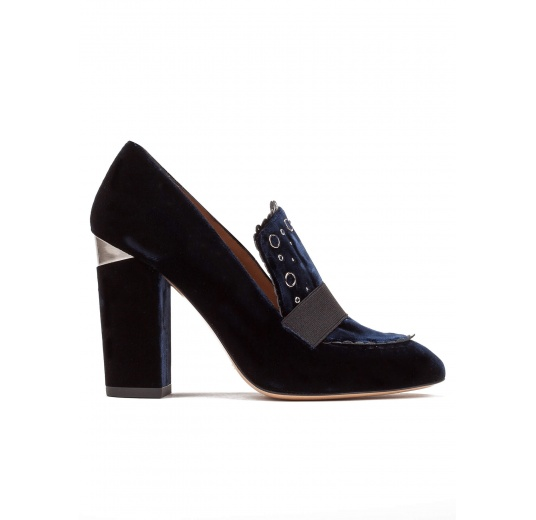 High block heel loafers in night blue velvet Pura López