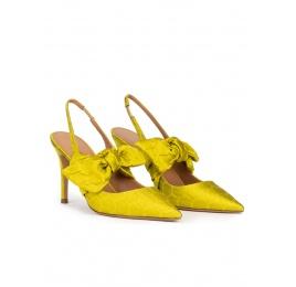 Zapatos altos de punta fina en verde pistacho con lazada Pura López