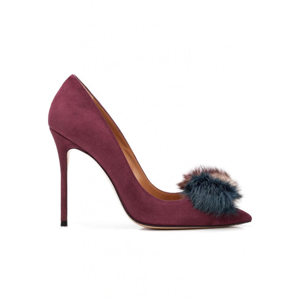 Pompom-embellished high heel pumps in aubergine suede