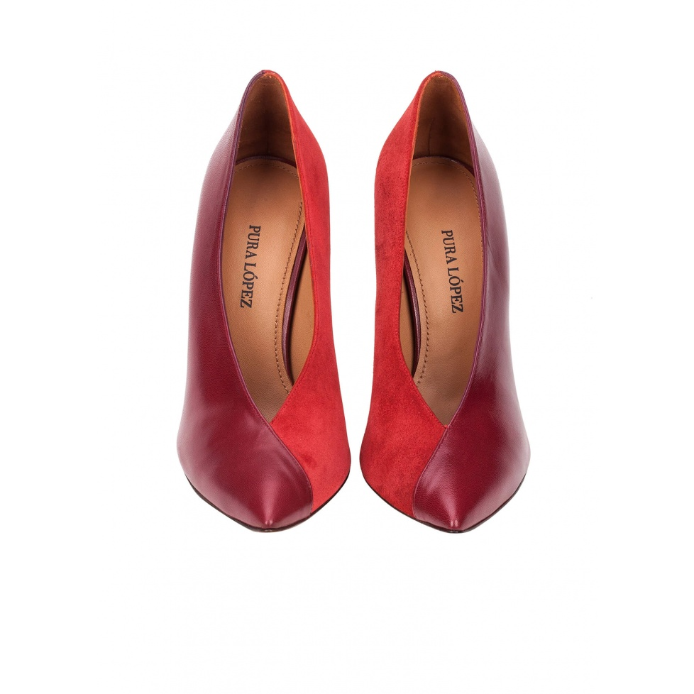 V-cut high heel pumps in burgundy leather and cherry suede