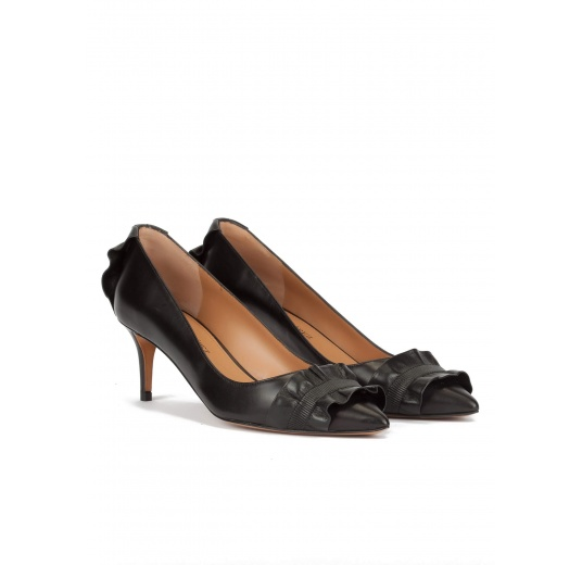 Ruffled point-toe mid heel pumps in black leather Pura L�pez